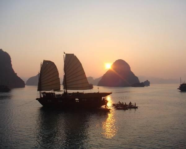 De la baie légendaire d'Halong au delta du Mékong en 18 jours